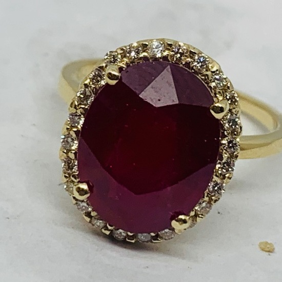 14KT YELLOW GOLD 7.80CTS RUBY  AND .30 CTS DIAMOND RING