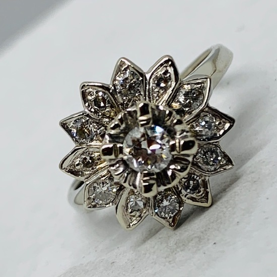 14KT WHITE GOLD 1.00CTS DIAMOND RING FEATURES .30CTS CENTER DIAMOND AND ANOTHER .70CTS AROUND