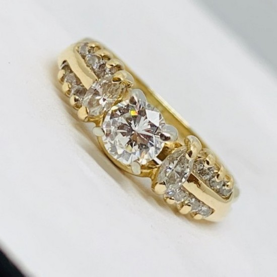 14KT YELLOW GOLD .75CTS DIAMOND RING FEATURES .40CTS CENTER DIAMOND
