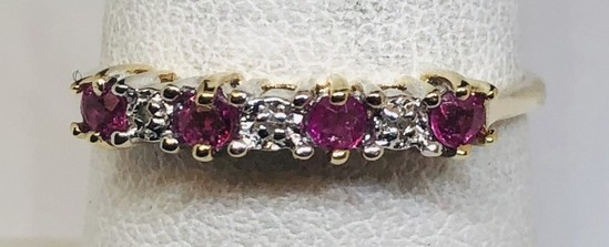 14KT YELLOW GOLD RUBY AND DIAMOND RING 1.4GRS