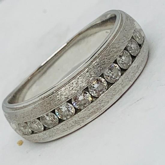 10KT WHITE GOLD .85CTS MENS DIAMOND RING