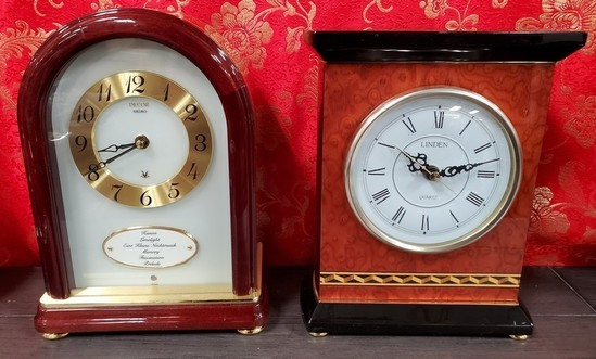 LOT OF TWO MANTLE CLOCKS