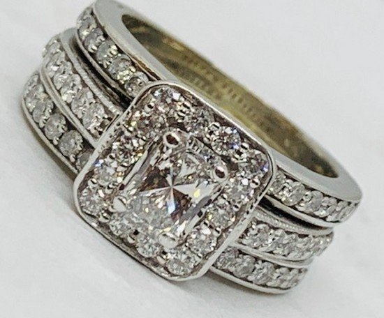 14KT WHITE GOLD 2.65CTS DIAMOND RING FEATURES .55CTS CENTER PRINCESS CUT DIAMOND