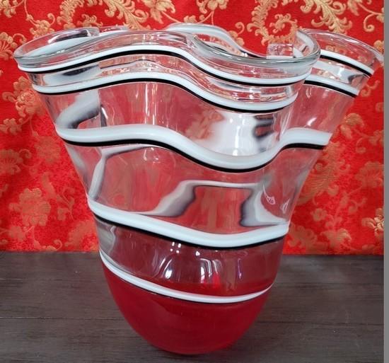 RED W/ WHITE STRIPES ART GLASS BOWL