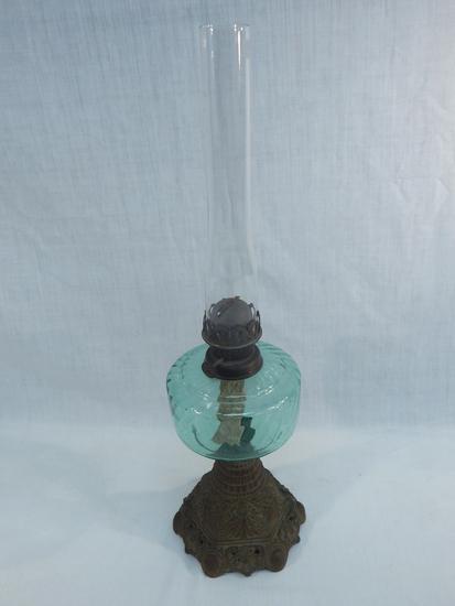 """Old Oil Lamp W/ Cast Iron Base, Swirl Green Font, 21½"""" - ( Minor Wear )"""