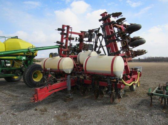 New Idea 12 Row 30in Planter