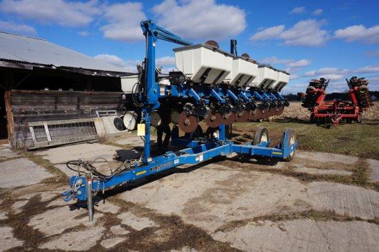 2010 Kinze 3500 8 Row 30in Row Planter With Dry Fertilizer