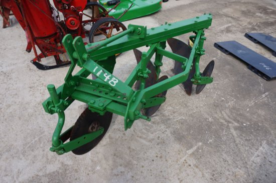 3-bottom plow w/ cutting coulters, 3pt