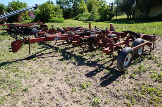 White 226 Field Cultivator, 21ft
