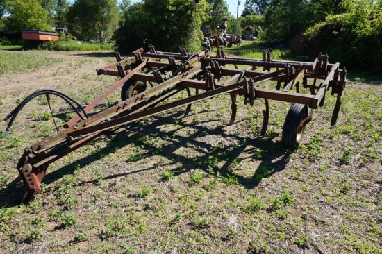 International 15 Tooth Pull Type Chisel Plow