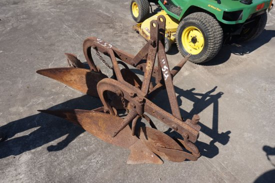 2-bottom plow w/ 3pt, cutting coulters