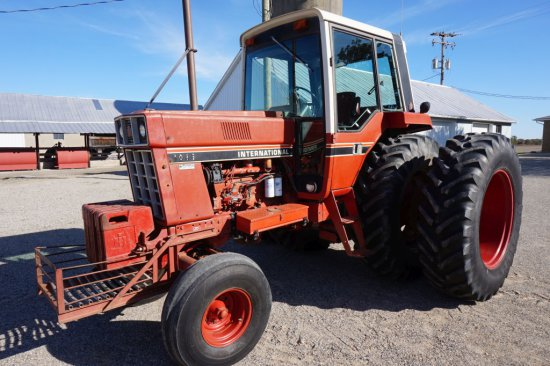 1981 International 1086 Farm Tractor