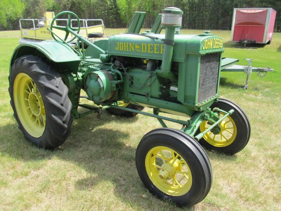 1928 JD GP tractor, 2 cyl. fly-wheel start, hand clutch, completely restored by seller, smaller aux.