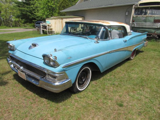 1958 Ford Fairlane Skyliner 2 Door w/Retractable Hardtop, 332 V8 automatic. This vehicle needs tota