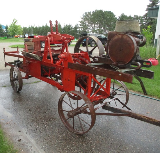 IH Stationary Engine 1.5-2.5 On Wood Frame Baler w/Steel Wheels LA 1039 Engine Loose