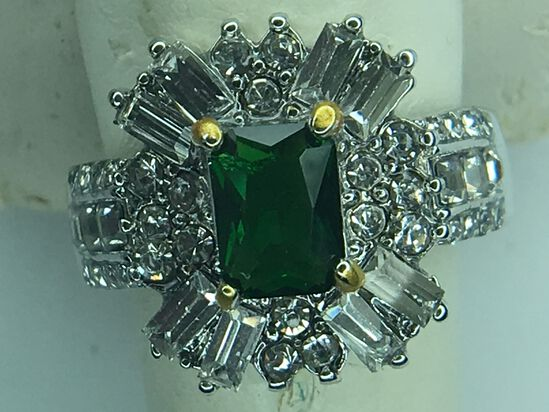 .925 Sterling Silver Ladies 2 Carat Chatam Emerald Ring