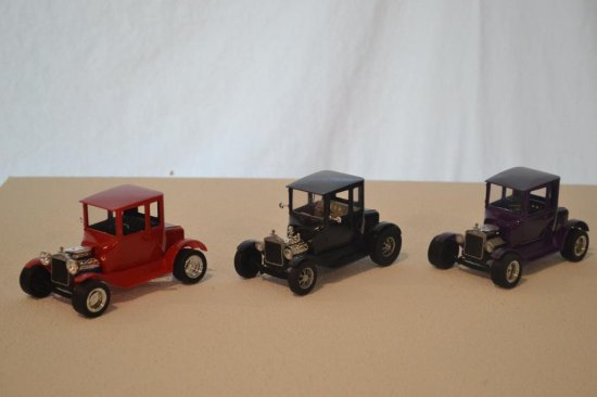 3 Lindberg Model A Pickup Trucks, 1-25 scale