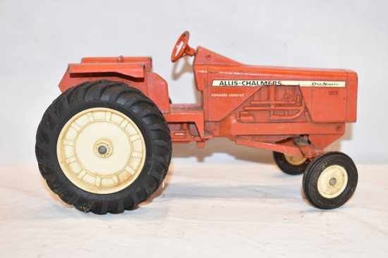 ERTL Allis Chalmers 1/16 Scale Tractor Toy