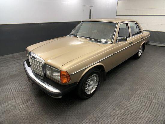 1981 MERCEDES-BENZ 300 300D