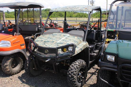JOHN DEERE GATOR XUV550 CAMO COLOR 4X4, FRONT AND REAR BUMPER, ALLOW WHEELS, SHOWING 493 HRS, S#1M05
