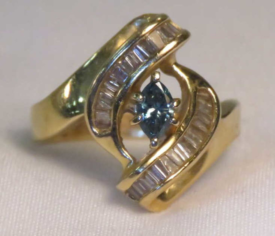 14k Gold ring with Blue & white Diamonds 5.84g