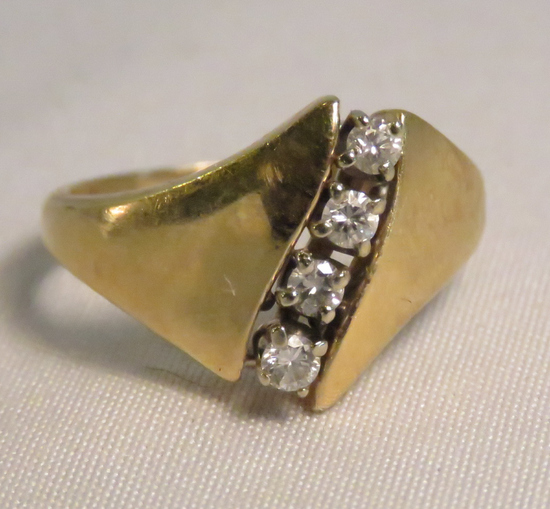 14kt gold ring with diamonds size 6 1/4, 4gtw