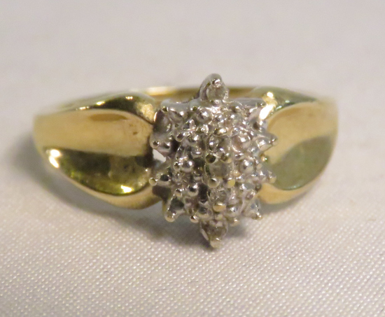 10kt gold ring with diamonds size 7 1/4, 3.1gtw