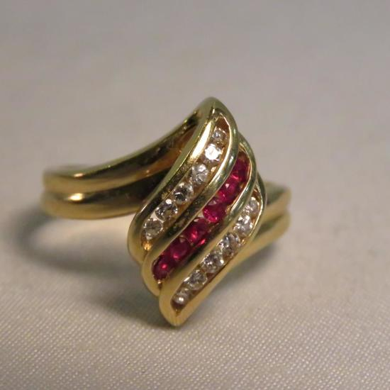 14kt gold ring with diamonds & rubies, 4.9gtw