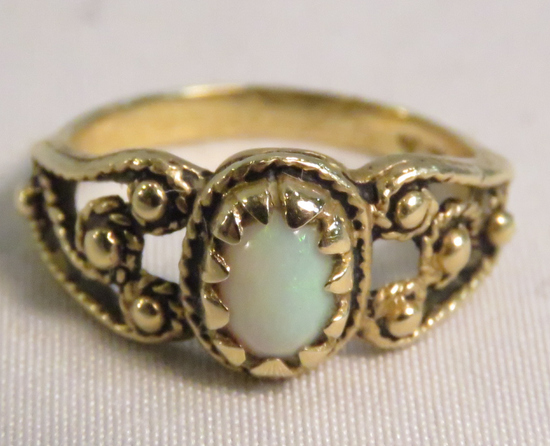 14k Gold Ring with Opal size 6 1/2, 3.2gtw