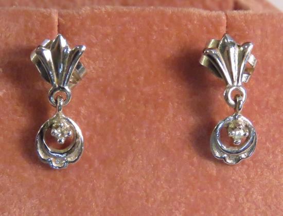 14kt white gold pierced earrings with diamonds
