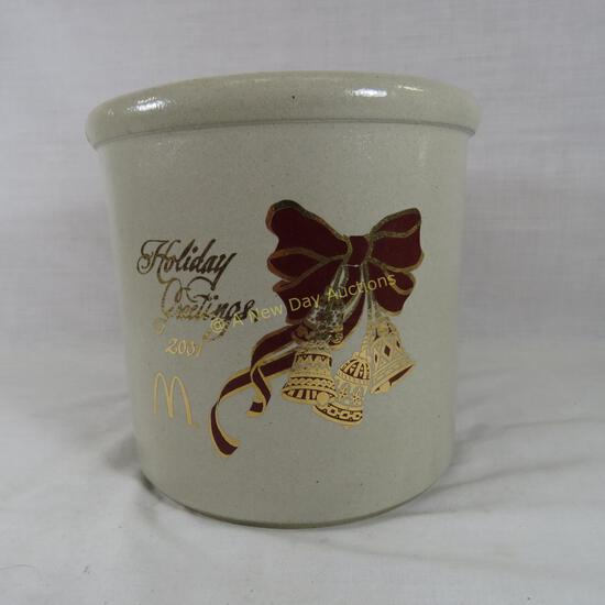 2001 McDonalds Holiday Greetings Red Wing crock