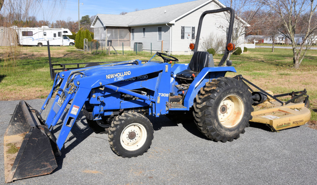 Lot # 5   New Holland TC30 (Made From 2001 08) Garden Tractor