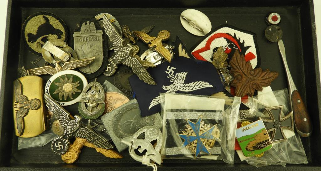 Lot: Tray lot of German Military Insignia, Pins & Belt buckles to