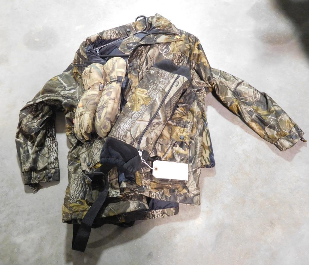 Lot #300 -A pair of Gor-Tex Gloves, A Hand Muff,A pair of Gor-Tex Browning Hydro Fleece Bibs,