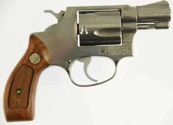SMITH & WESSON 60 Double Action Revolver