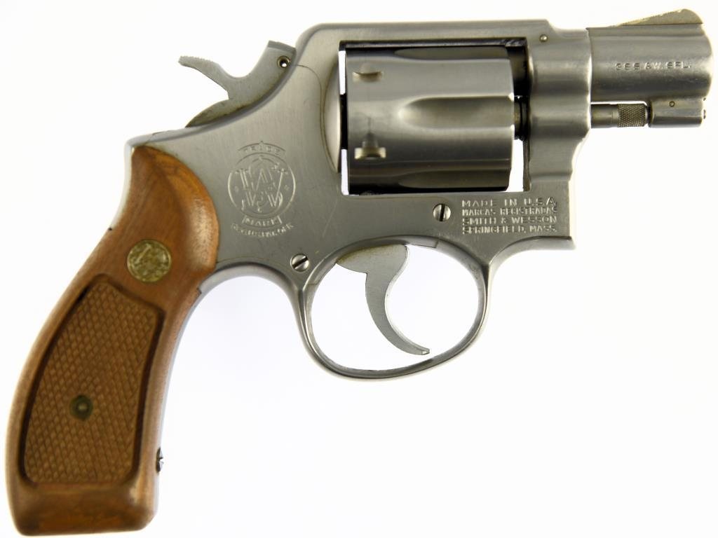 SMITH & WESSON 64 Double Action Revolver