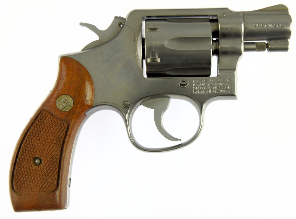 SMITH & WESSON 64-2 Double Action Revolver