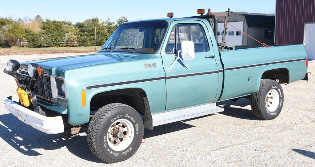 Low mileage 1977 Chevrolet Custom Deluxe C10 4x4, Chevy 350 gas motor, automatic trans,