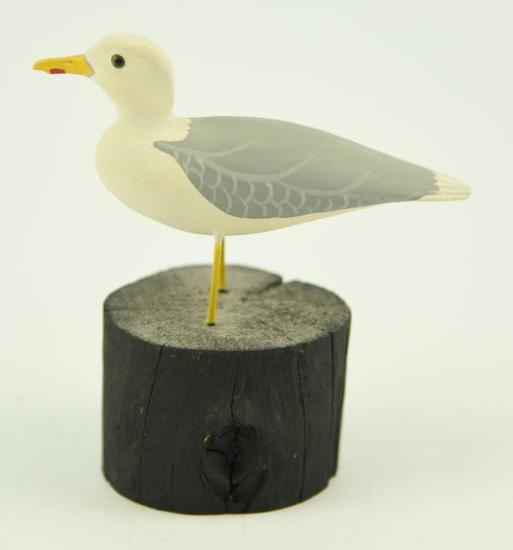 Lot #368 -Paul Nock, Salisbury, MD 1976 miniature carved Seagull on driftwood signed and dated