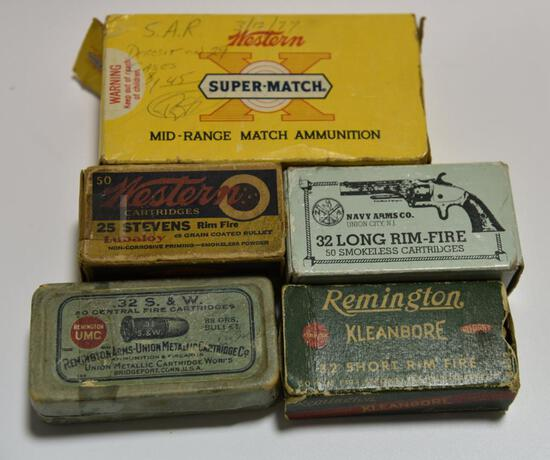 Lot #10 -Grouping of antique ammo: Full box of .32 S&W 88 grain, Partial box of Western .25