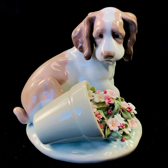 "Estate Lladro #7672 ""It Wasn't Me"" porcelain figurine with original box"