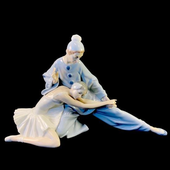"Estate Lladro #4935 ""Closing Scene"" porcelain figurine with original box"