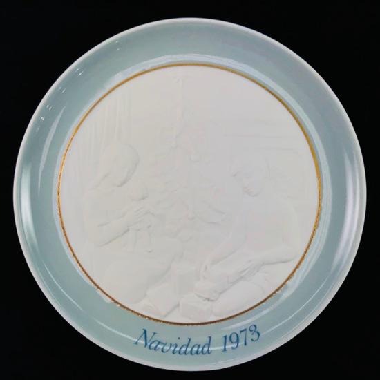 Estate Lladro 1973 porcelain Christmas plate with original box