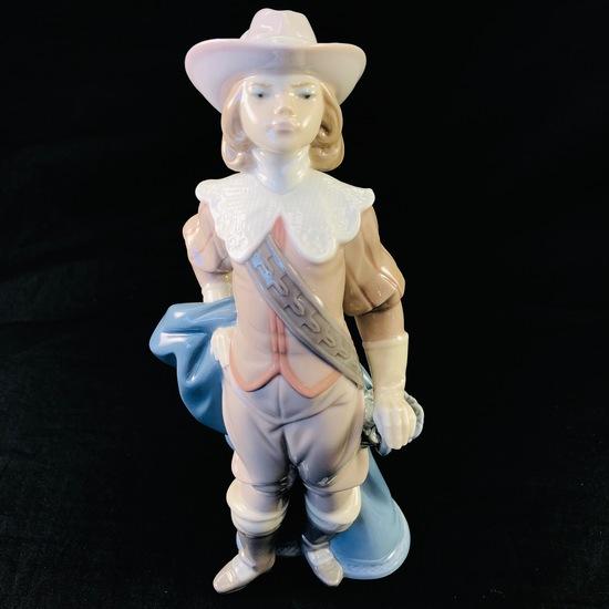 """Estate Lladro #6121 """"Musketeer Athos"""" porcelain figurine"""