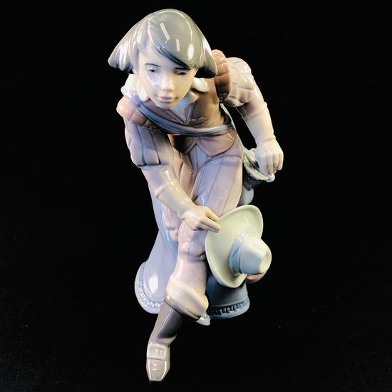 """Estate Lladro #6119 """"Musketeer Aramis"""" porcelain figurine"""