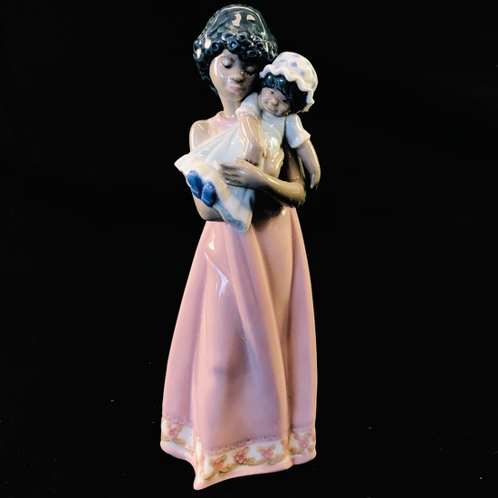"Estate Lladro #5608 ""Baby Doll"" porcelain figurine with original box"