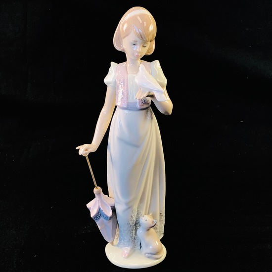 "Estate Lladro #7611 ""Summer Stroll"" porcelain figurine with original box"