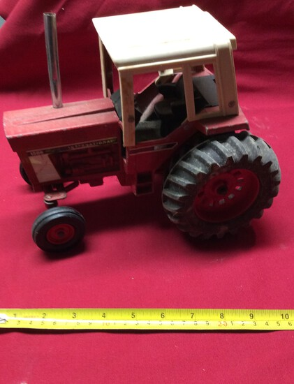 International 1586 Tractor With Cab   1/16