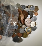 10-POUNDS MIXED FOREIGN COINS