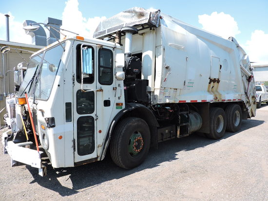 2003 MACK Garbage Truck / McNeilus Model: 2520 - 25 Cu Yd Body